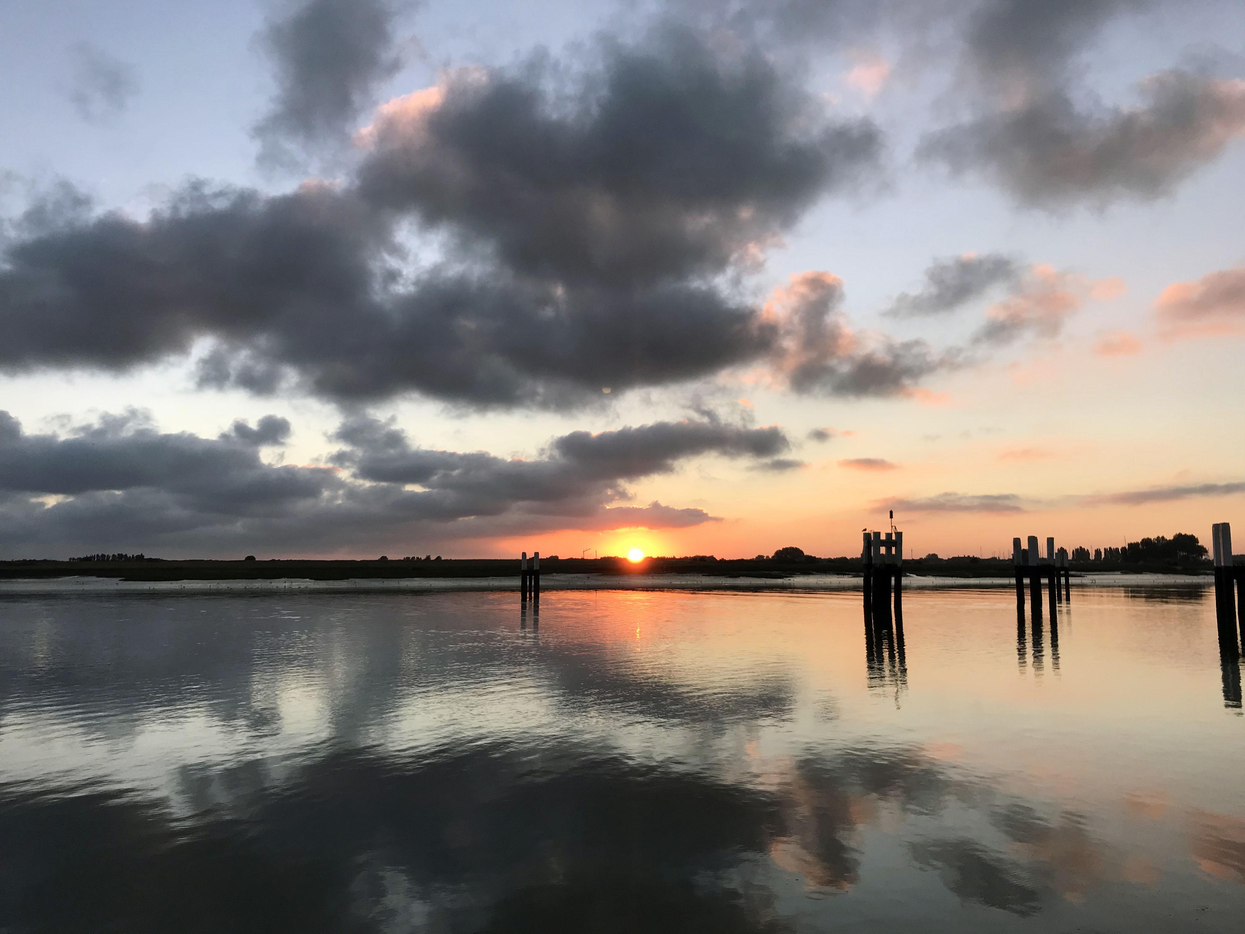 Sonnenaufgang bei der Ausfahrt Nieuwepoort